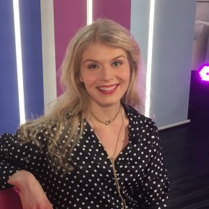 näyttelijä Alina Tomnikov