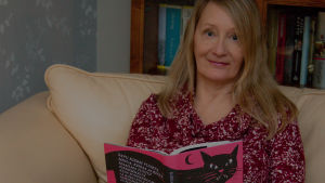 Kirjabloggaaja Mai Laakso lukee Kissani Jugoslavia -kirjaa