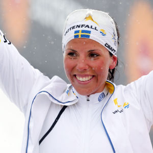 Charlotte Kalla firar VM-guld 2015.