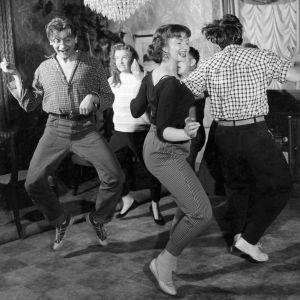 Rock-tanssikohtaus elokuvassa Kuriton sukupolvi.