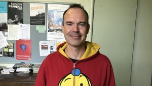 Peter Vesterbacka iklädd röd tröja.