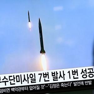 Nordkorea säger sig ha utfört en lyckad provskjutning av en ny typ av medeldistansmissil som ett led i utvecklingen av en interkontinental långdistansmissil som kan nå USA