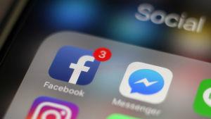 Facebook-ikonen på en mobiltelefon.