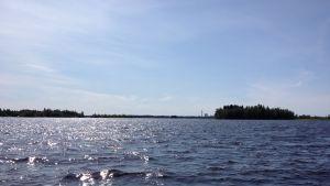 Larsmosjön med UPM:s fabrik i fjärran.