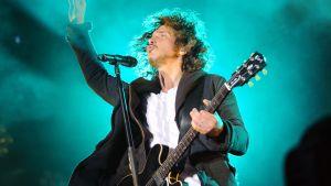 Soundgardens Chris Cornell som spelar gitarr