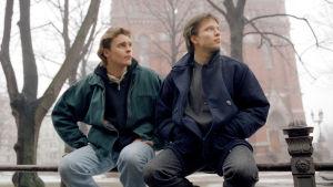 Teemu Luotola (Ville Keskilä) ja Janne Mäkimaa (Misa Nirhamo) vuonna 1995.