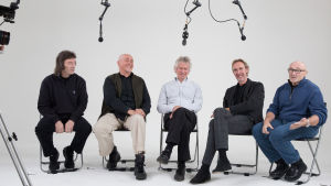 Genesis-yhtyeen alkuperäisjäsenet. Kuva dokumentista Genesis - osien summa.