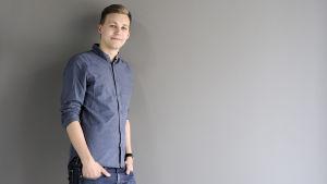 Tino Oksanen arbetar för Svenska Yle - Radiohuset