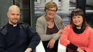 Jaakko Linko, Hilla Blomberg (kesk.) ja Jenna Utriainen