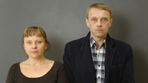 Elina Koskela (Anna-Leena Sipilä)ja Akseli Koskela (Ilkka Heiskanen).