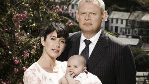 Kulmikas tohtori Martin Ellingham perheineen tavataan 7. kauden uusinnoissa.