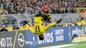 Pierre-Emerick Aubameyang hoppar volt efter mål, Borussia Dortmund.