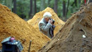 """I oktober 2004 grävde polisen upp en plats där man trodde att den medlem av rånarligan som kallades """"Mördaren"""" var begravd."""