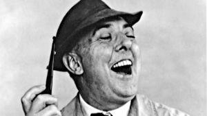 Jacques Tati eli monsieur Hulot nauraa. Arkistokuva dokumenttielokuvasta Suurenmoinen Tati.