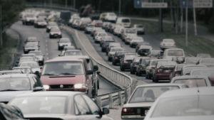 Bilar i rusningstrafik