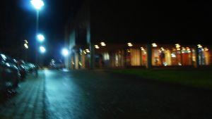 Det lyser från kommunhusets kafe i Ingå. Här ska biblioteket också flytta in.