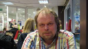 Ingen blir hjälpt av lönesänkningar, säger Johan Granlund i Pappers 52