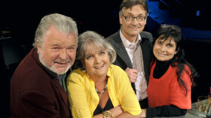 Käpy selän alla -elokuvan näyttelijät vuonna 2009. Kuvattu Ylen studiossa Tv-arkiston haastatteluun.