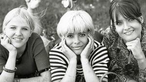 Aulikki Oksanen, Kirsti Wallasvaara ja Kristiina Halkola elokuvassa Lapualaismorsian.
