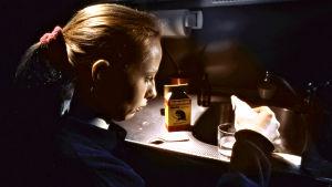 Kati Outinen elokuvassa Tulitikkutehtaan tyttö (1990)
