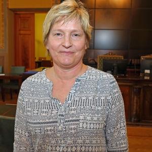 Stina Lindgård lämnar Borgå fullmäktige för att helhjärtat satsa på sitt nya jobb som kyrkoherde för hela Lovisanejden.