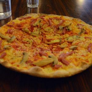 En pizza som kostat 3,90€.