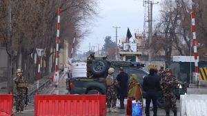 En självmordsbombare slog till i morgonrusningen i Kabul. Minst en person dödades och sex skadades  i attacken i diplomatkvarteren