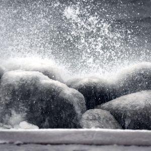 Stormbild från stranden i Helsingfors