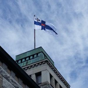 Finlands flagga vajar på Gullranda