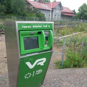 En biljettautomat för tågbiljetter.