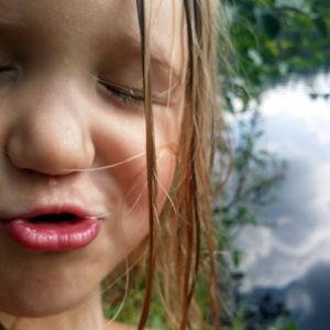 tytön kasvot