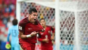 Pepe spelar fotboll för Portugal.