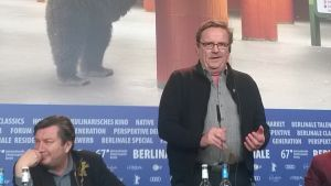 Sakari Kuosmanen sjunger tango på Berlinale.
