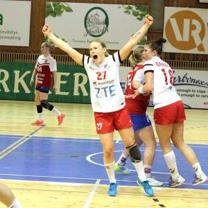 HIFK:s Johanna Hilli jublar.