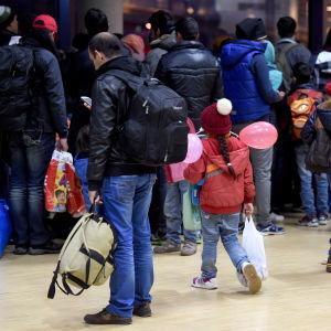 Asylsökande på väg med färja från Kiel i Tyskland till Sverige i november 2015