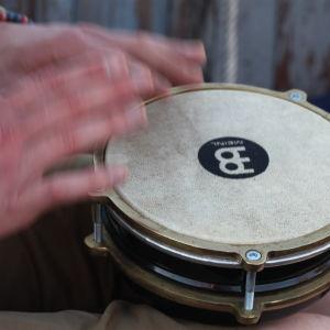 Trummar på ett instrument