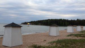 Tom strand i Hangö, junikväll.