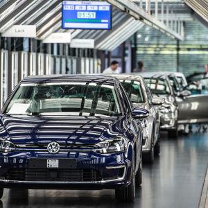 Volkswagen-elbil i fabriken.