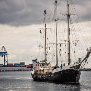 Biståndsfartyget estelle på väg till gaza i oktober 2012