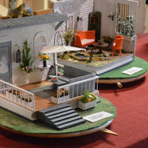 Böcker har fått nytt liv som material för miniatyrhus.