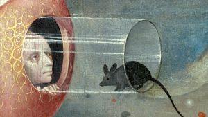 Mies ja lasiputkessa istuva hiiri. Yksityiskohta Boschin teoksesta Maallisten ilojen puutarha