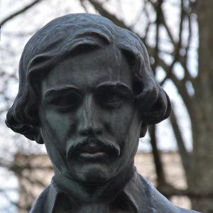 En staty av Julius Wecksell