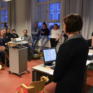 Paneldiskussion i Vasa om vargen.