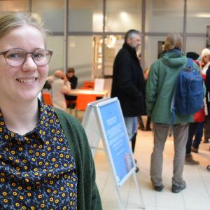 Arkitekt Sofia de Vocht i köpcentret Lundi i Borgå, där hon håller workshop
