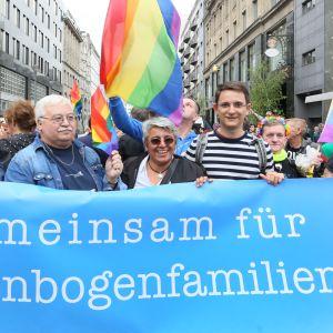 Demonstranter i Berlin vill ha samkönat äktenskap.