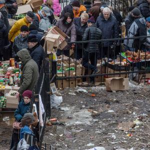Låga oljepriser och sanktioner bidrar till ökande fattigdom vilket har lett till att allt fler dras till illegala lopptrog i till exempel Moskva