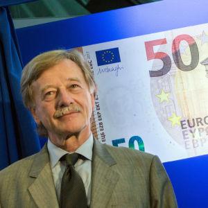 ECB-ledamoten Yves Mersch vid lanseringen av den nya 50-eurosedeln i Frankfurt den 5 juli 2016.