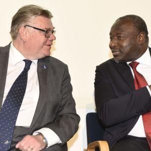 Utrikesminister Timo Soini och Generalsekreteraren för CTBTO Lassina Zerbo i Helsingfors 29.5.2017