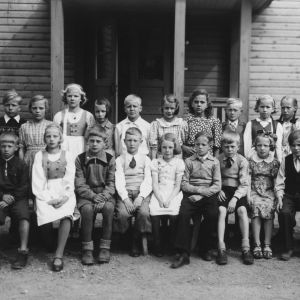 Kansakoululaisia Ruokolahdella vuonna 1945.