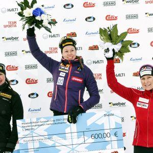 Kerttu Niskanen, Laura Mononen och Aino-Kaisa Saarinen på prispallen.